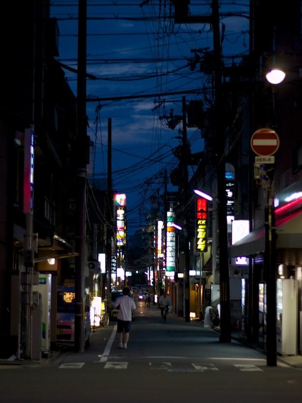 Auf dem Weg zum Yoiyama im Stadtzentrum.