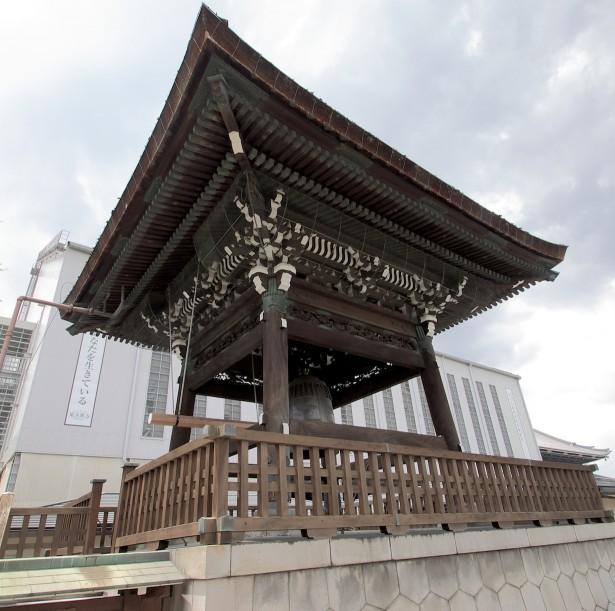 Nach der großen Parade ging's weiter zu zwei Tempeln und einem Garten.