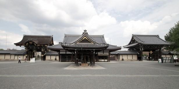 Im Tempel.