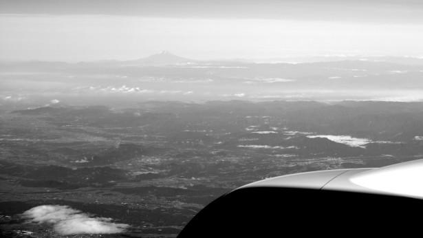 Weil ich das Bild noch auf der Kamera gefunden hab: Fuji vom Flieger aus gesehen.