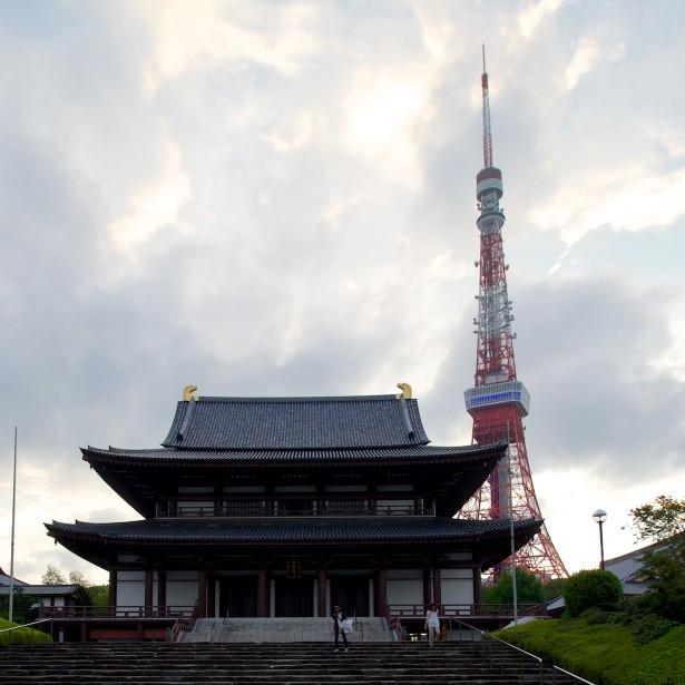 Der Schrein mit dem Tokyo Tower im Hintergrund.