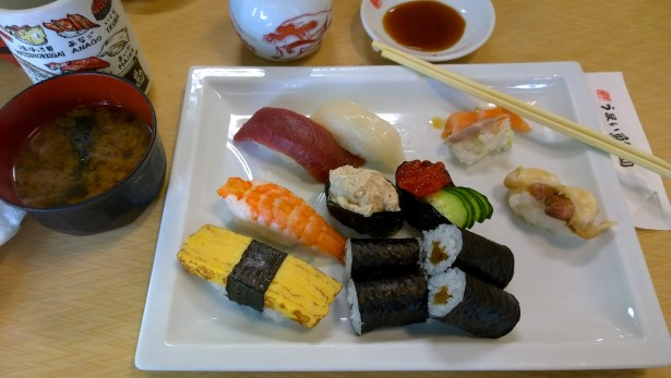 Zurecht! Frischer als hier kann Sushi wohl nicht werden. Und genau so schmeckt es auch. Grandios!